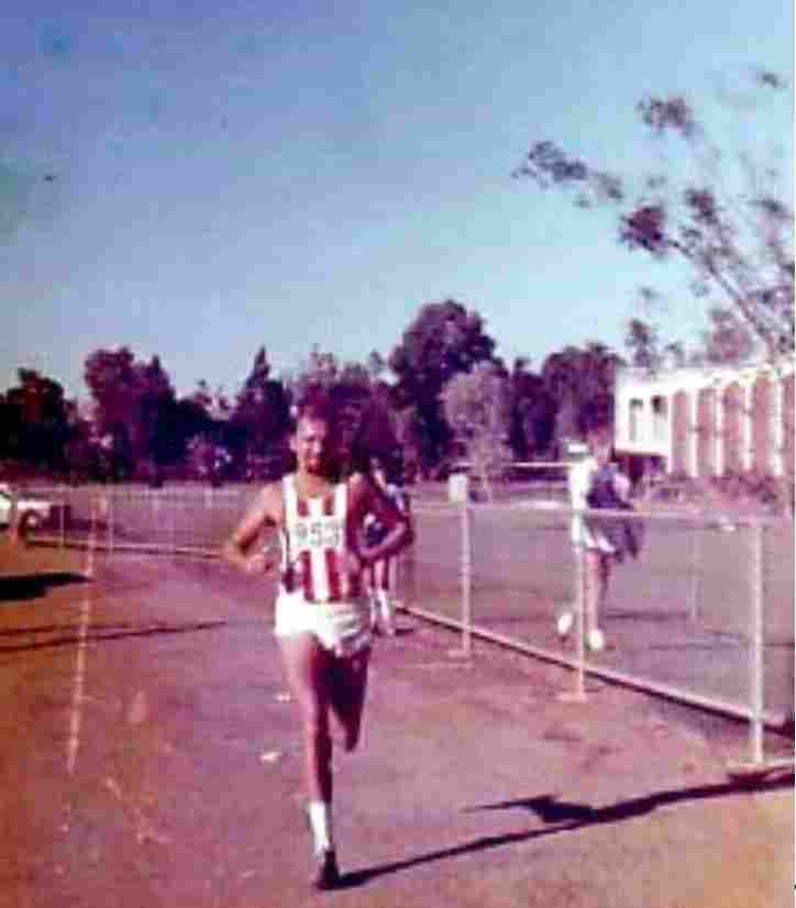 Klaus Roth cruises past Ludmilla Primary School in the first City to Surf on 8 June 1974.